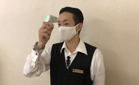 マスクの着用・検温の実施