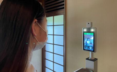非接触の体温計での計測