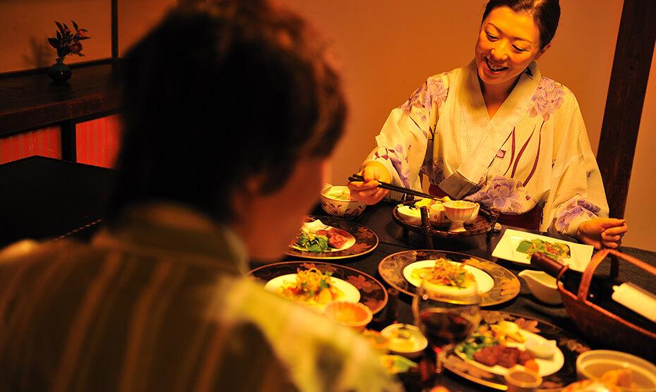 朝夕のお食事は個室料亭でゆったりと