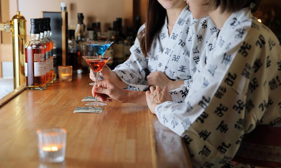 個室料亭や静かなBARで時間を忘れて食べて飲んでおしゃべりタイム。