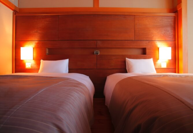 クイーンサイズのシモンズ社製ベッド